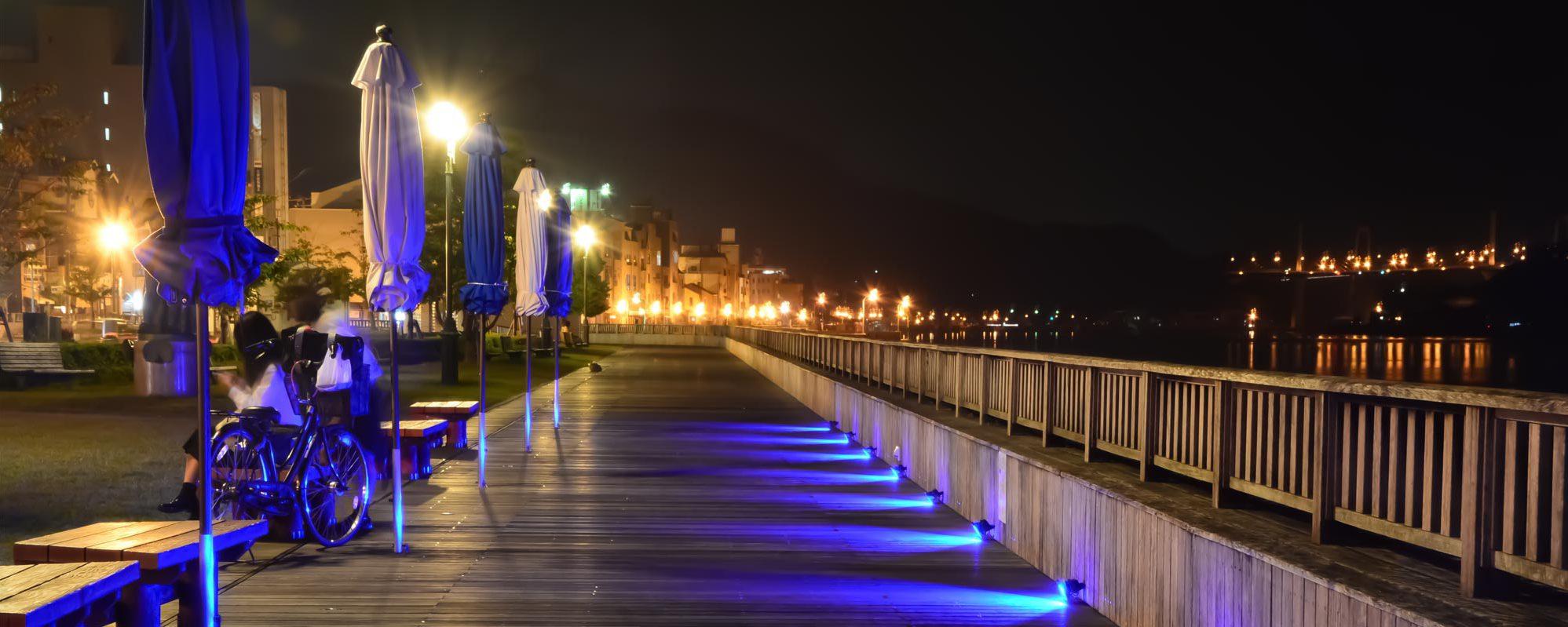 夜の海岸通り